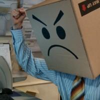 Enfadado-ordenador